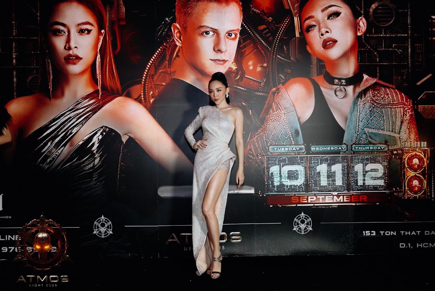 Diện trang phục gợi cảm, Tóc Tiên, Hoàng Thùy Linh khuấy động đêm nhạc với loạt hit đình đám - Ảnh 5.