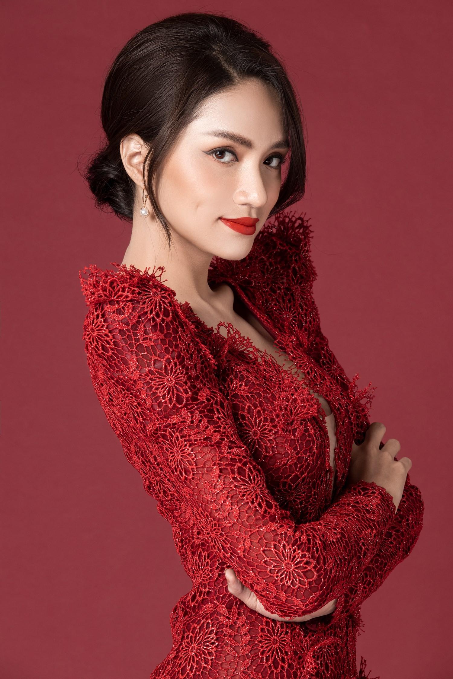 Chinh phục vương miện hoa hậu, Hương Giang lại được mời dự Paris Fashion Week, và cô nàng thực sự xứng đáng! - Ảnh 5.