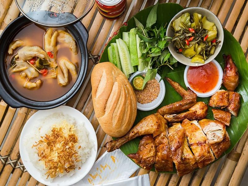 """Quán gà nướng """"cổ trang"""" độc đáo ở Sài Gòn - Ảnh 1."""