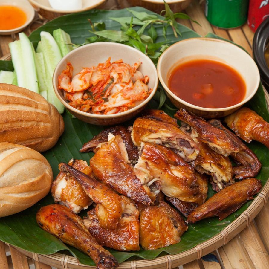 """Quán gà nướng """"cổ trang"""" độc đáo ở Sài Gòn - Ảnh 3."""