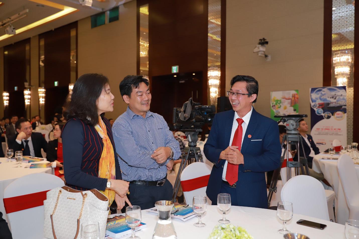 Dược Hậu Giang nhận loạt giải thưởng từ Vietnam Report và Forbes - Ảnh 2.
