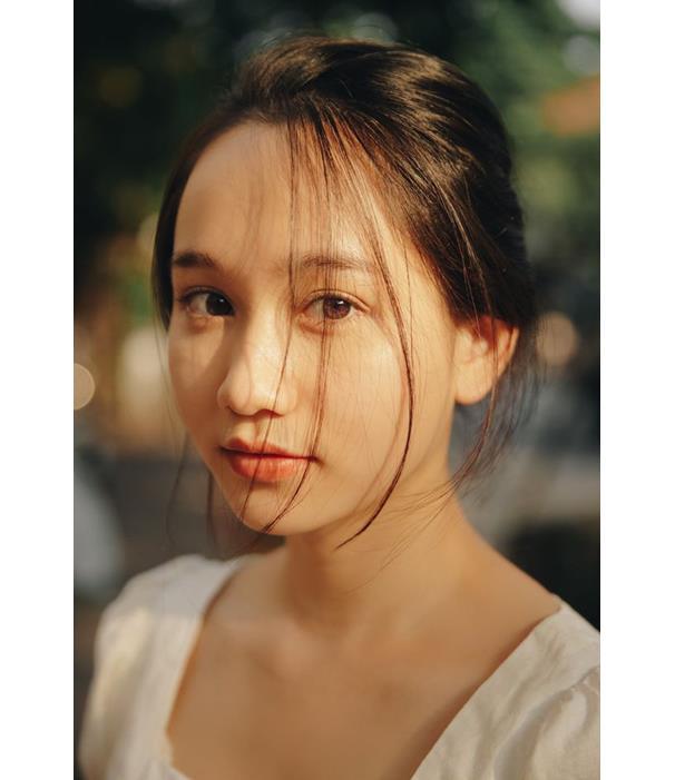 Không làm tóc, make-up full face cầu kỳ, Trúc Anh của Mắt biếc chỉ trung thành với style ngọt ngào chuẩn nàng thơ - Ảnh 1.