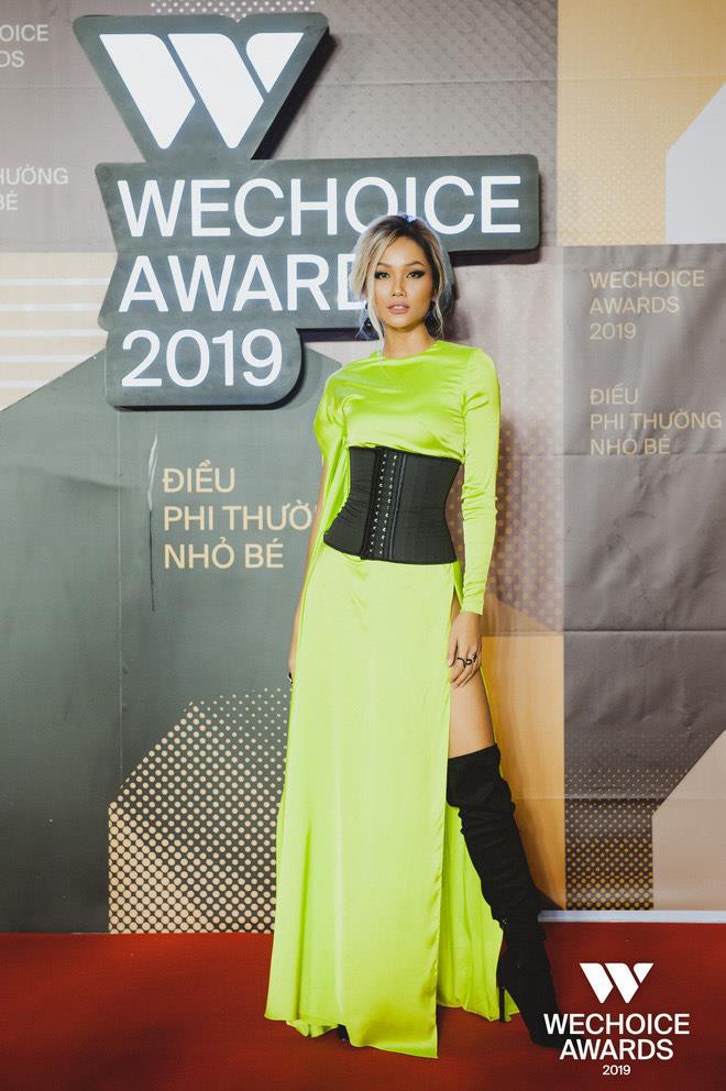 HHen Niê dịu dàng và phá cách tại WeChoice Awards 2019 - Ảnh 1.