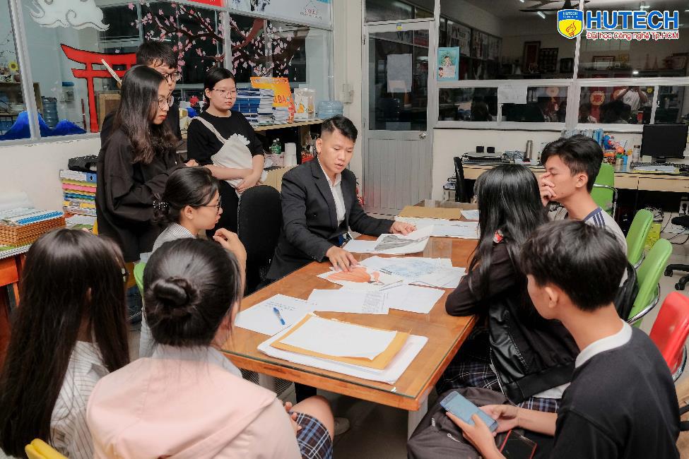 """NTK Hoàng Minh Hà, Midu sẽ """"phiêu"""" cùng học sinh THPT cả nước tại cuộc thi Thiết kế áo lớp - Let's Shine 2gether - Ảnh 1."""
