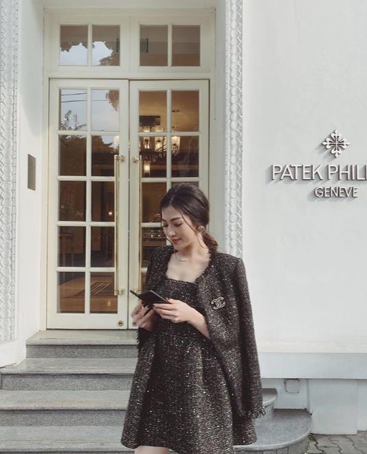 Á hậu Dương Tú Anh, ái nữ đại gia Minh Nhựa dạo phố thời thượng với trang phục và phụ kiện hàng hiệu - Ảnh 2.