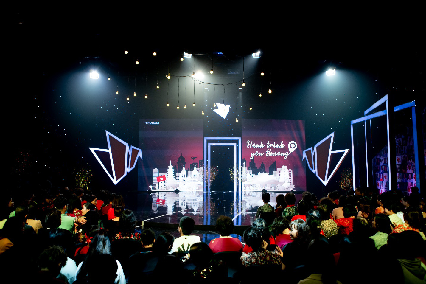"""Dàn sao VTV xúc động nghẹn ngào tại Gala Việc tử tế: """"Cho yêu thương, nhận yêu thương"""" - Ảnh 1."""
