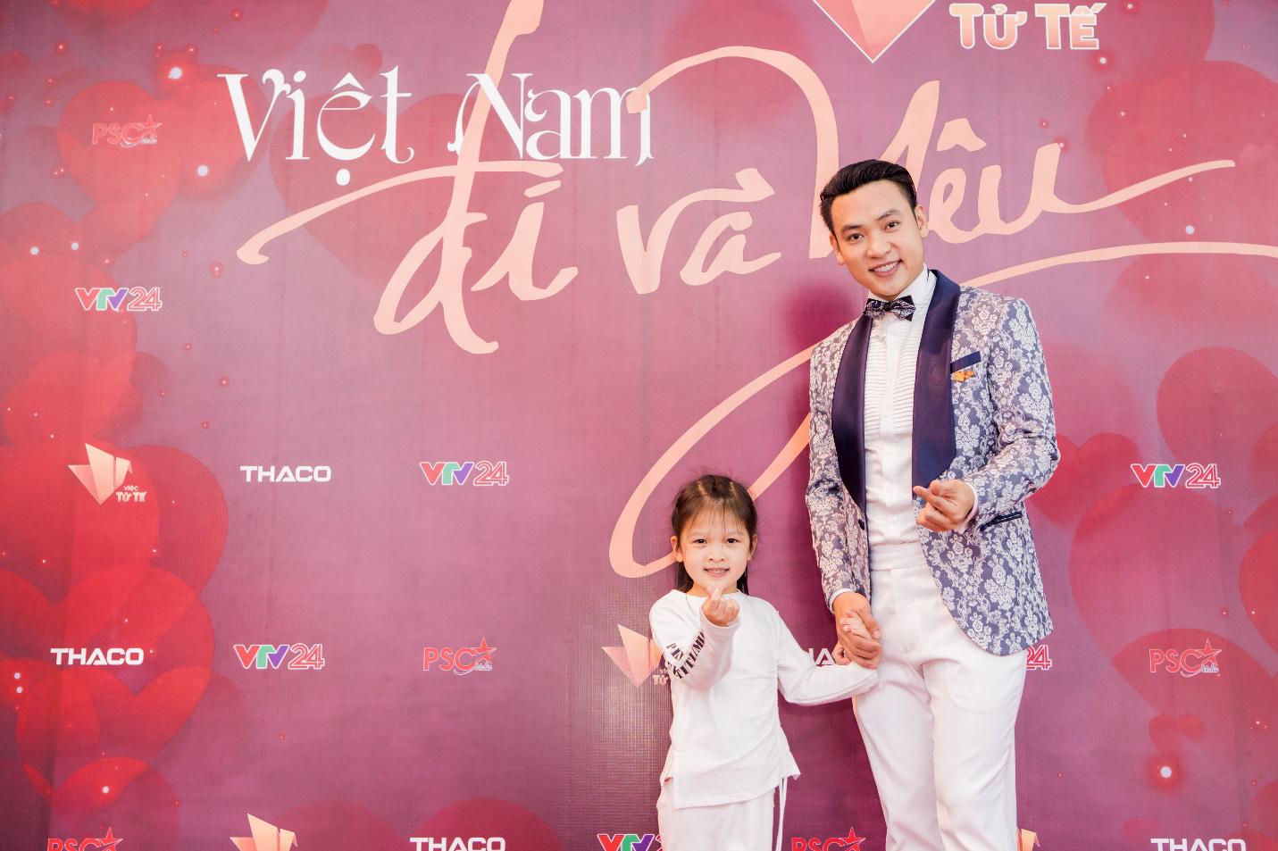 """Dàn sao VTV xúc động nghẹn ngào tại Gala Việc tử tế: """"Cho yêu thương, nhận yêu thương"""" - Ảnh 4."""