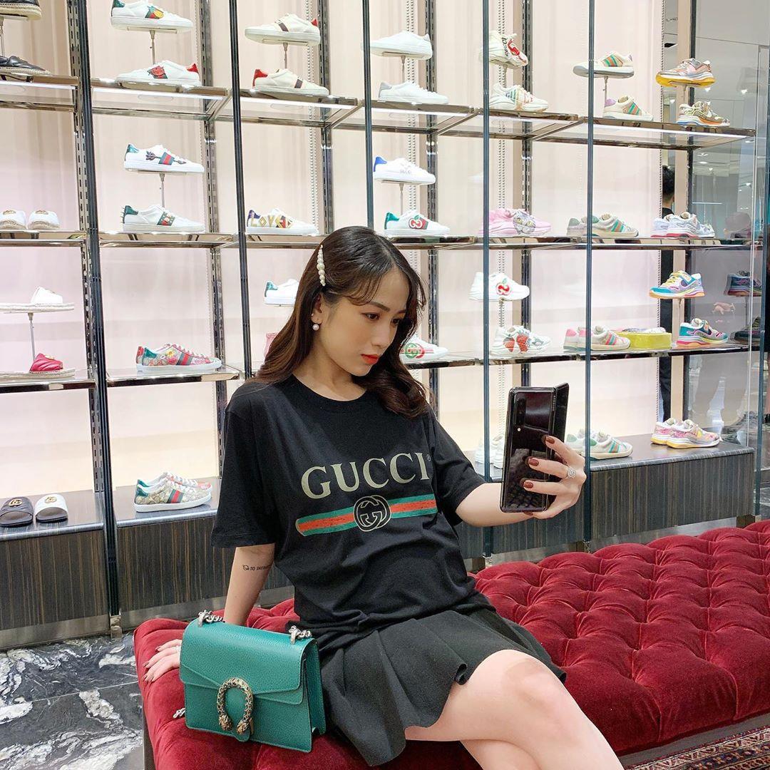 Á hậu Dương Tú Anh, ái nữ đại gia Minh Nhựa dạo phố thời thượng với trang phục và phụ kiện hàng hiệu - Ảnh 5.