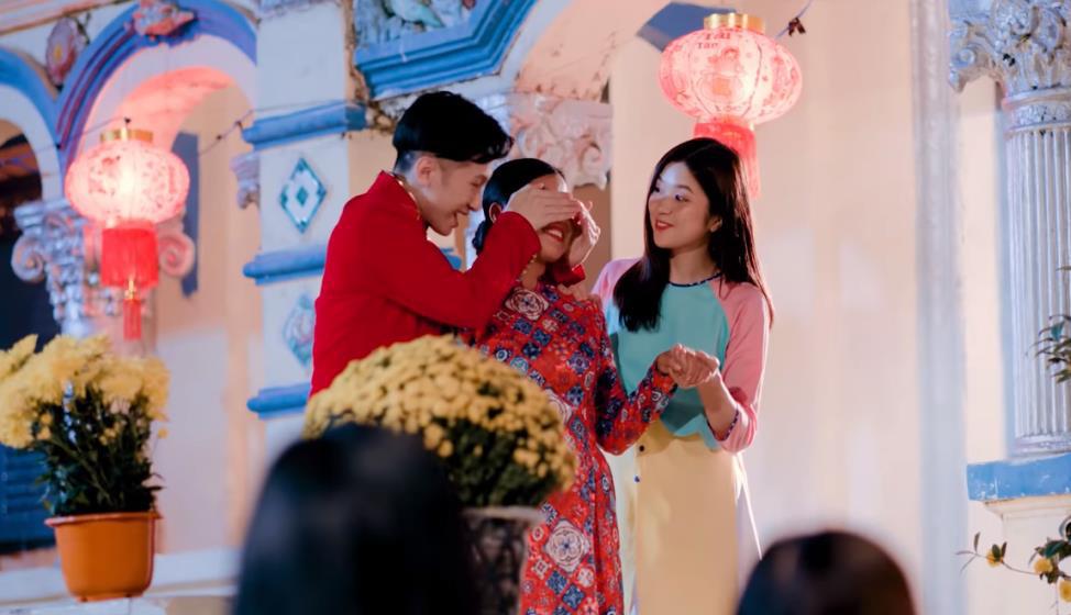 MV Tết mà muôn màu như này thì ai mà chịu nổi đây Han Sara, Suni, Đạt G - Du Uyên ơi? - Ảnh 4.