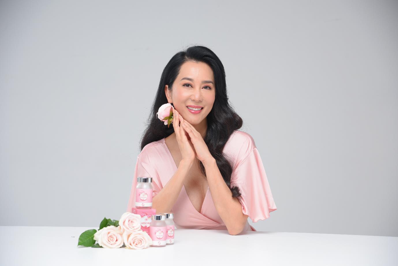 MC Nguyễn Cao Kỳ Duyên xinh đẹp rạng rỡ trong buổi ký kết đại sứ thương hiệu Hebora với BEHE Việt Nam - Ảnh 2.