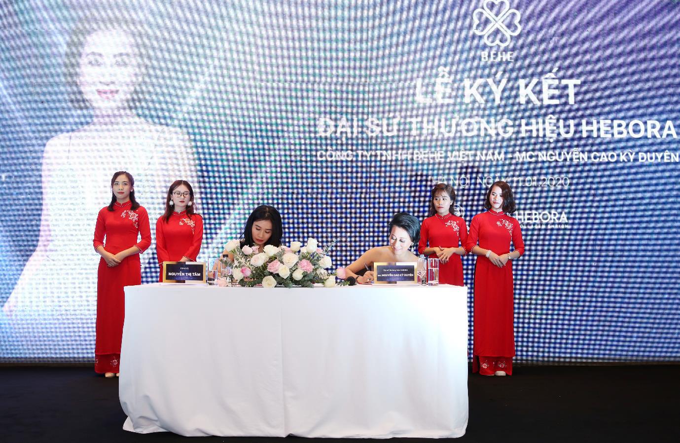 MC Nguyễn Cao Kỳ Duyên xinh đẹp rạng rỡ trong buổi ký kết đại sứ thương hiệu Hebora với BEHE Việt Nam - Ảnh 3.