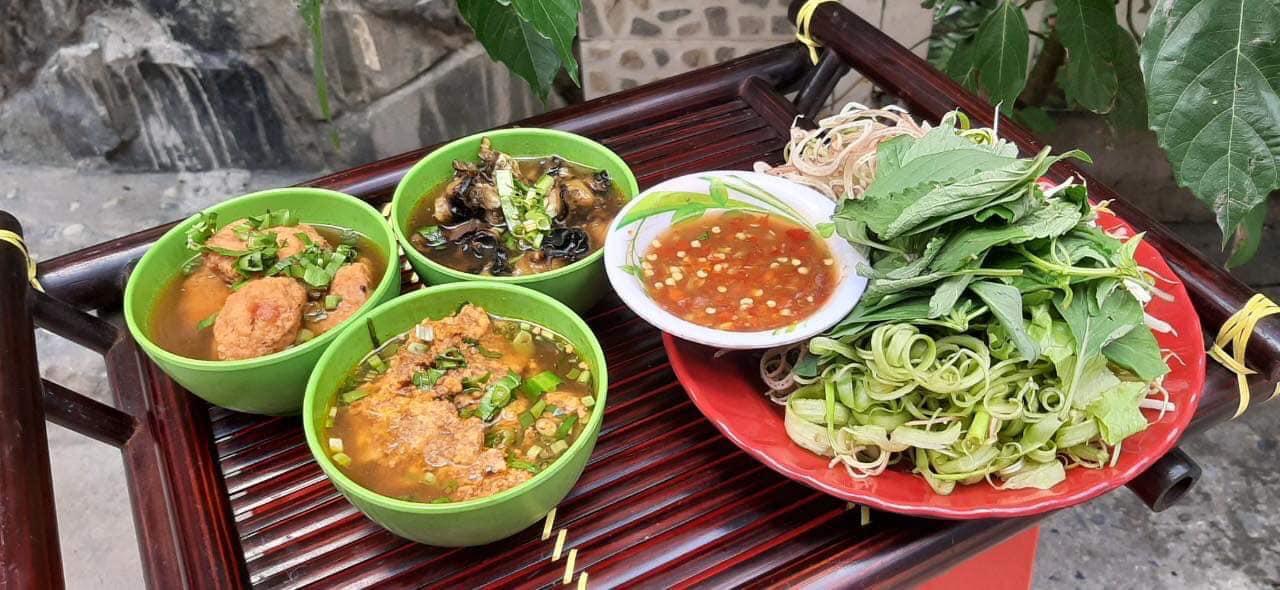 Top 5 nhà hàng mở cửa xuyên Tết ở Sài Gòn - Ảnh 9.