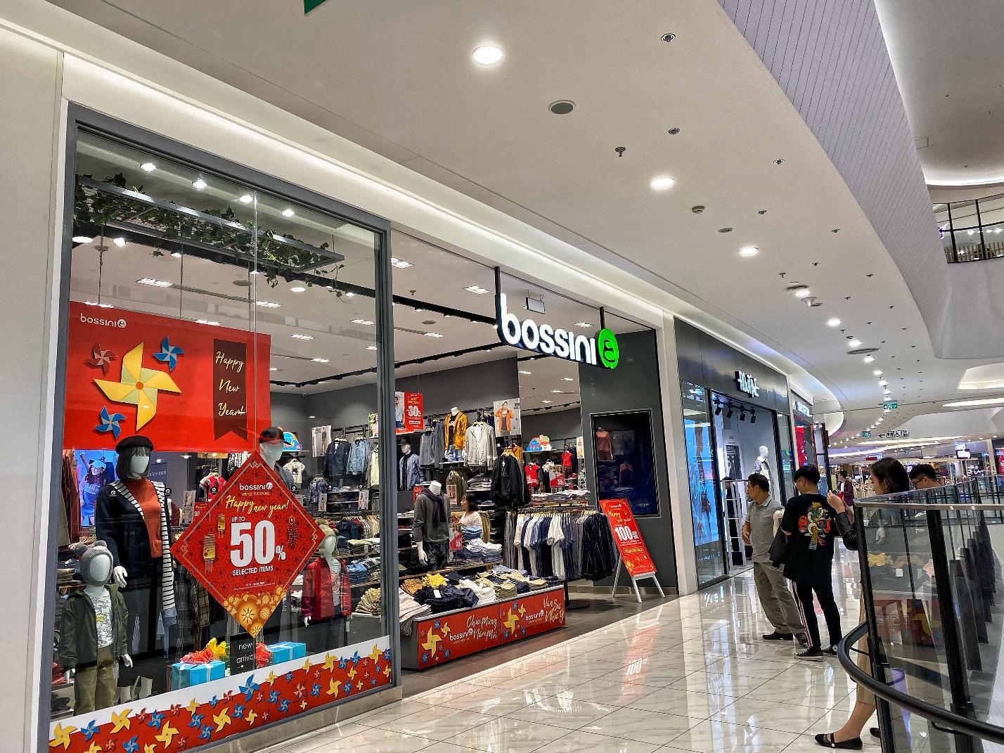 Trung tâm thương mại nhộn nhịp ngày cận Tết, ăn chơi, mua sắm thả ga mà vẫn thỏa sức vui - Ảnh 1.