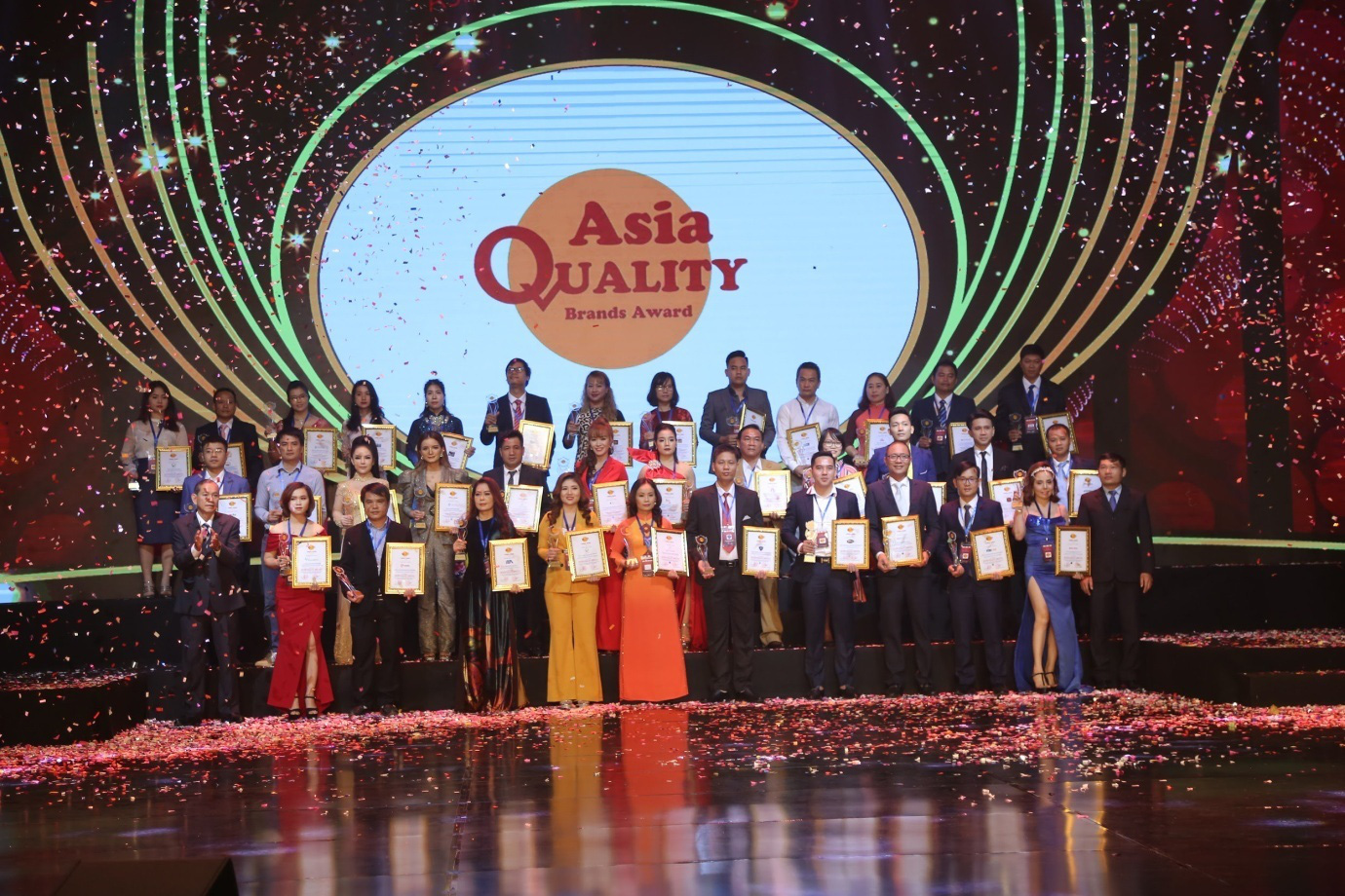 Thời trang Việt chinh phục danh hiệu thương hiệu chất lượng châu Á - Ảnh 2.