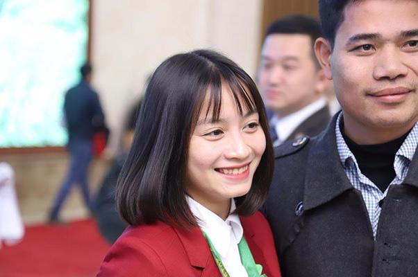 """""""Crush quốc dân"""" Hoàng Loan lại khiến dân tình chao đảo với nụ cười mới - Ảnh 4."""