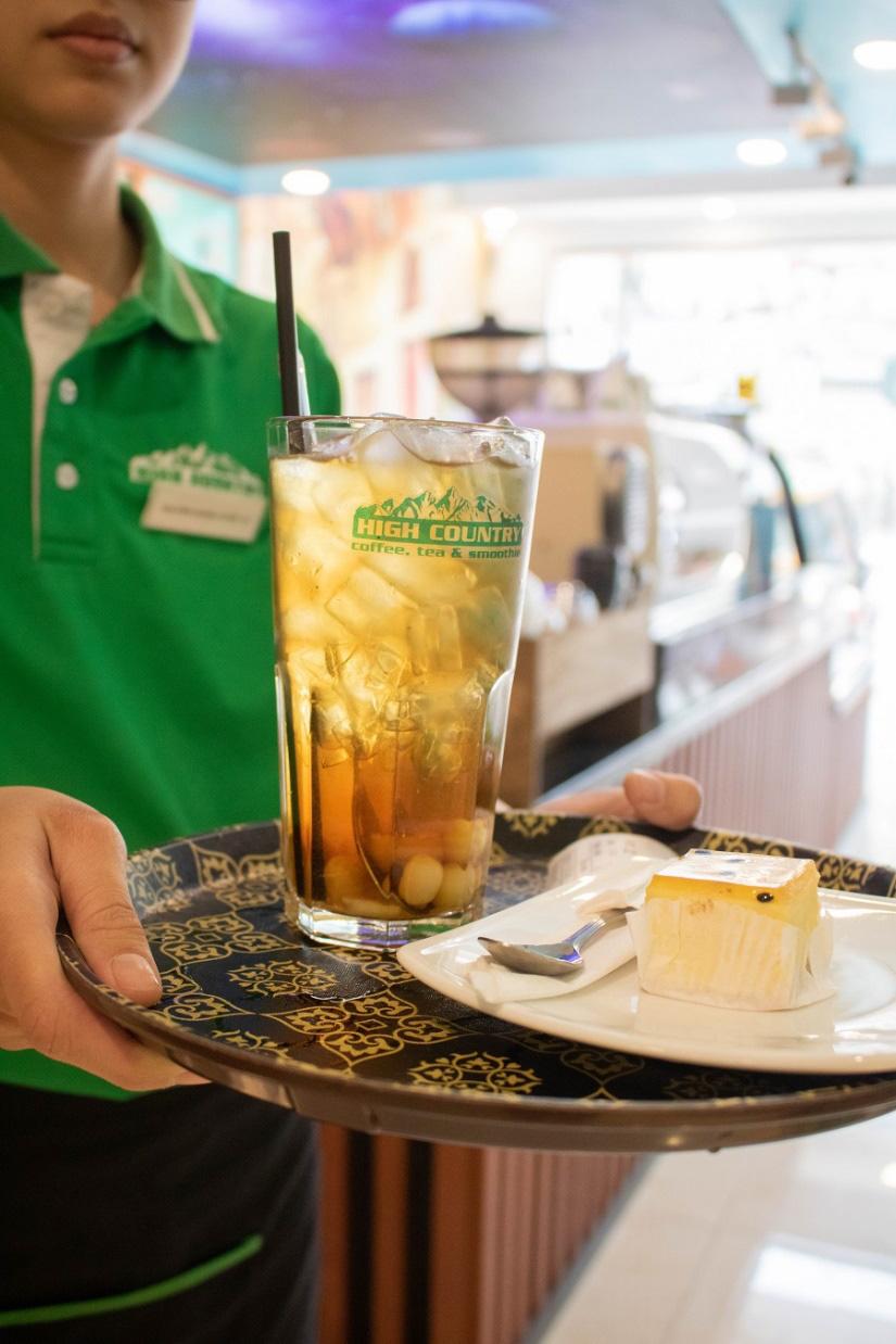 Từ ly trà sen tự nấu tới quán cà phê được đông đảo khách hàng yêu thích - Ảnh 4.