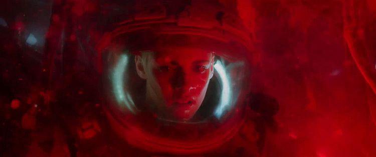 Kẻ Săn Mồi Đáy Biển - hương vị kì ảo giật gân cho màn ảnh đầu năm mới - Ảnh 3.