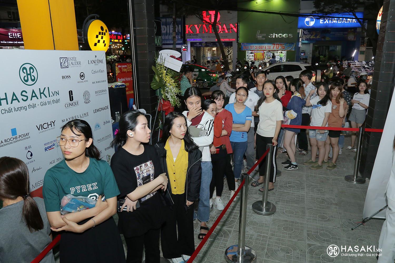 """Hàng ngàn người """"đổ xô"""" đến khai trương Hasaki chi nhánh 7 để trải nghiệm và mua sắm mỹ phẩm cao cấp với giá hời chưa từng có - Ảnh 1."""