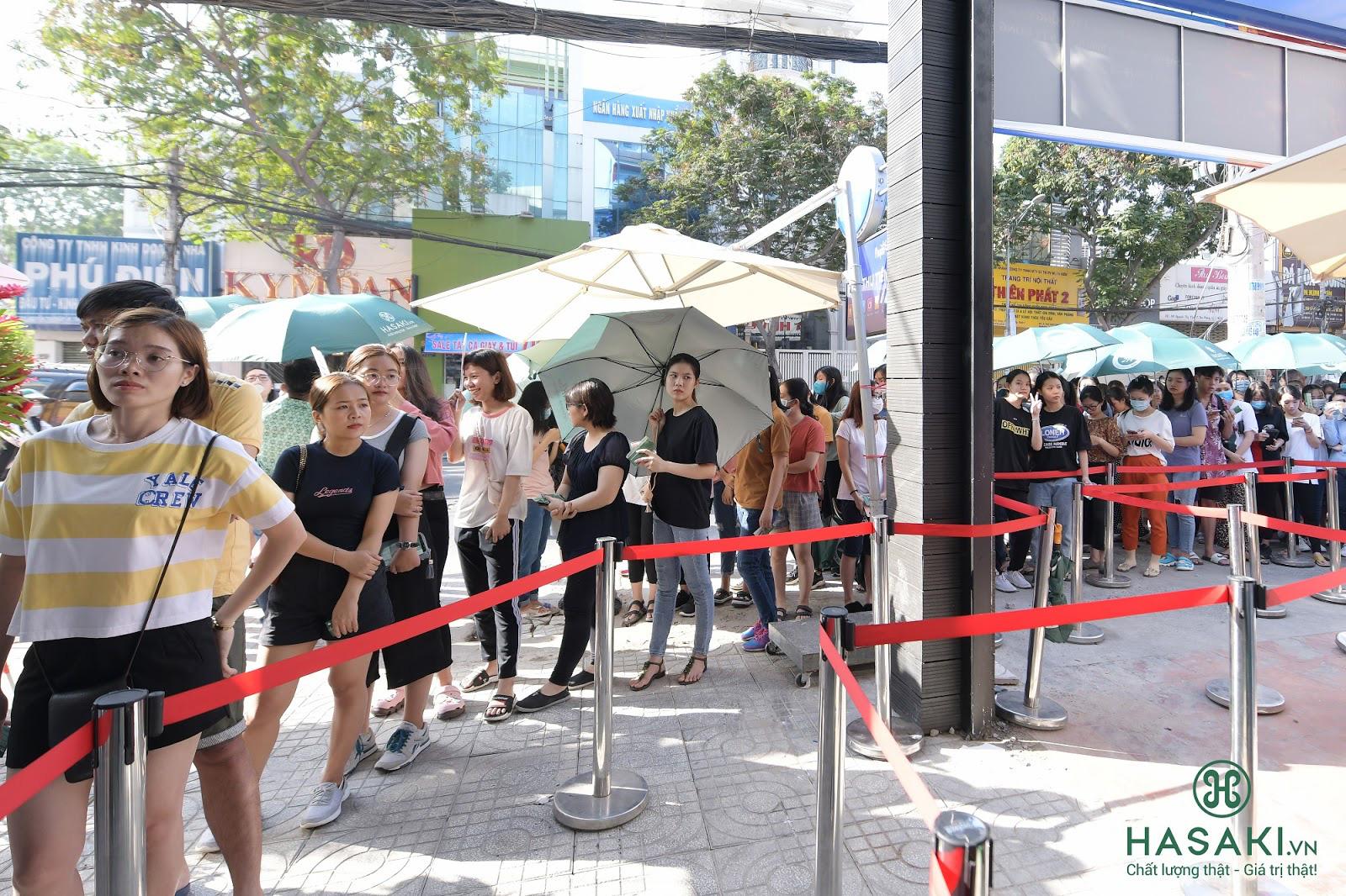 """Hàng ngàn người """"đổ xô"""" đến khai trương Hasaki chi nhánh 7 để trải nghiệm và mua sắm mỹ phẩm cao cấp với giá hời chưa từng có - Ảnh 2."""
