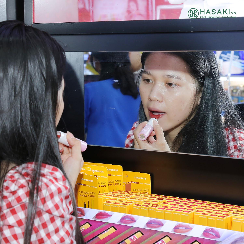 """Hàng ngàn người """"đổ xô"""" đến khai trương Hasaki chi nhánh 7 để trải nghiệm và mua sắm mỹ phẩm cao cấp với giá hời chưa từng có - Ảnh 4."""