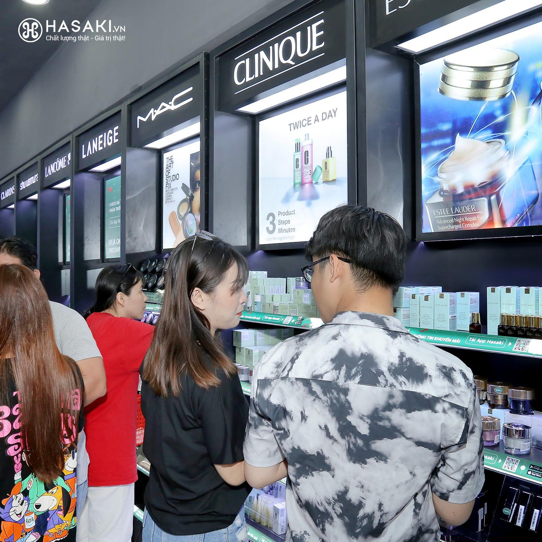 """Hàng ngàn người """"đổ xô"""" đến khai trương Hasaki chi nhánh 7 để trải nghiệm và mua sắm mỹ phẩm cao cấp với giá hời chưa từng có - Ảnh 5."""