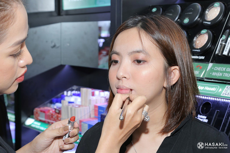 """Hàng ngàn người """"đổ xô"""" đến khai trương Hasaki chi nhánh 7 để trải nghiệm và mua sắm mỹ phẩm cao cấp với giá hời chưa từng có - Ảnh 6."""