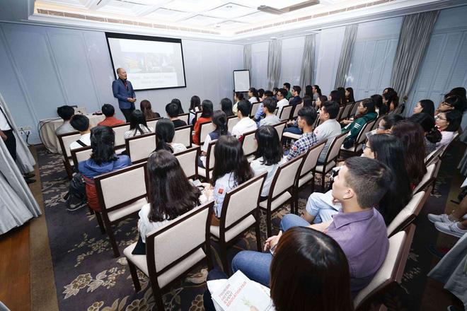 Du học Thụy Sĩ - Quy chuẩn giao tiếp và phục vụ ngành Khách sạn và Sự kiện - Ảnh 2.