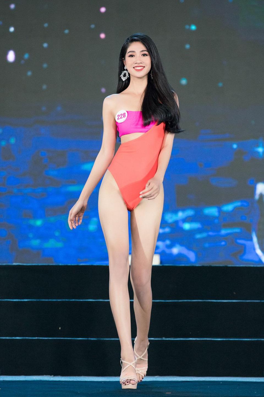Quyến rũ trong từng đường nét, người đẹp hàng không đi tiếp vào Chung kết Hoa hậu Việt Nam 2020 - Ảnh 11.