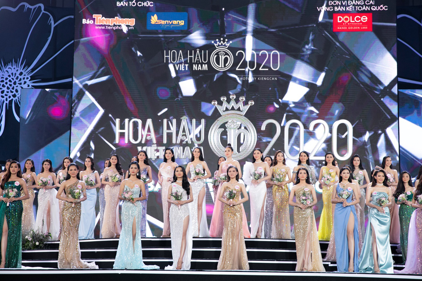 Quyến rũ trong từng đường nét, người đẹp hàng không đi tiếp vào Chung kết Hoa hậu Việt Nam 2020 - Ảnh 1.