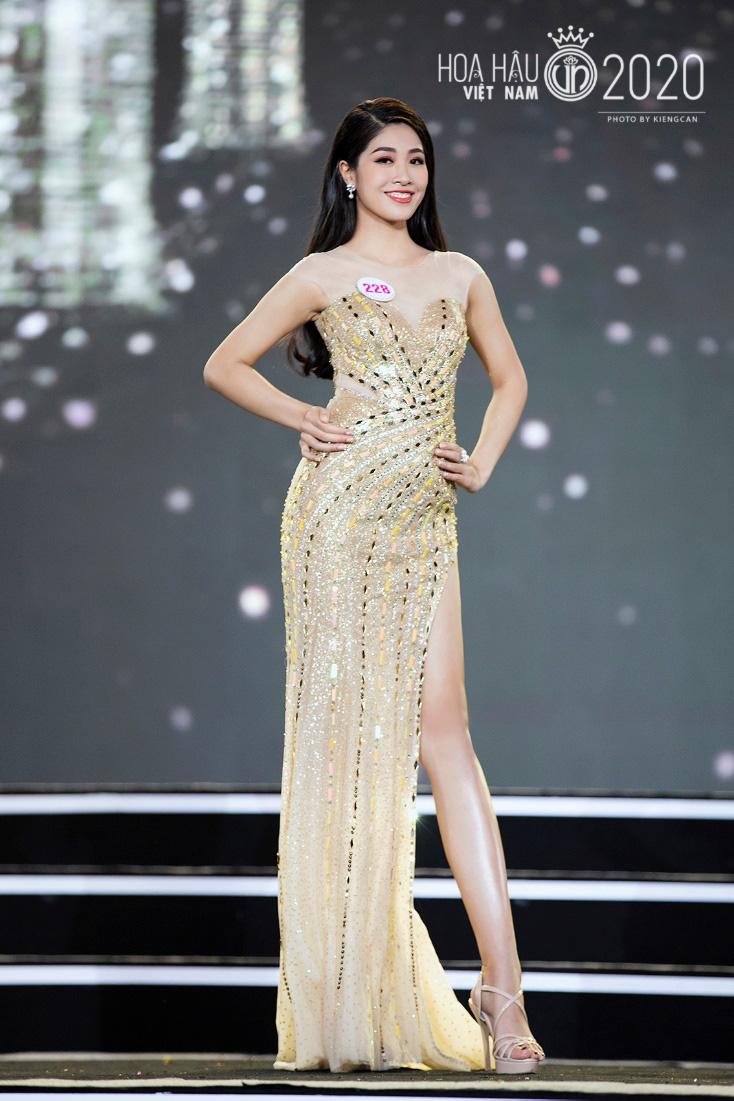Quyến rũ trong từng đường nét, người đẹp hàng không đi tiếp vào Chung kết Hoa hậu Việt Nam 2020 - Ảnh 12.