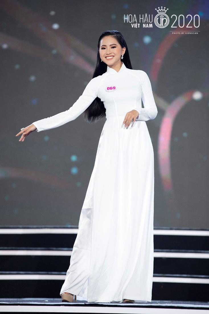 Quyến rũ trong từng đường nét, người đẹp hàng không đi tiếp vào Chung kết Hoa hậu Việt Nam 2020 - Ảnh 4.