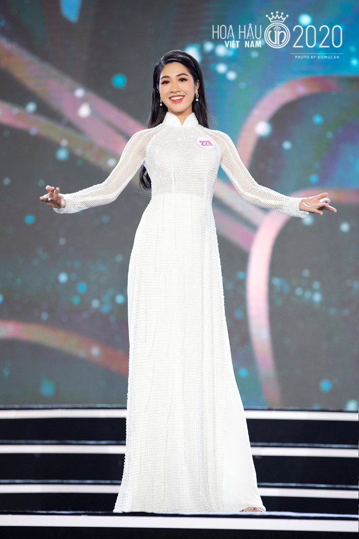 Quyến rũ trong từng đường nét, người đẹp hàng không đi tiếp vào Chung kết Hoa hậu Việt Nam 2020 - Ảnh 9.