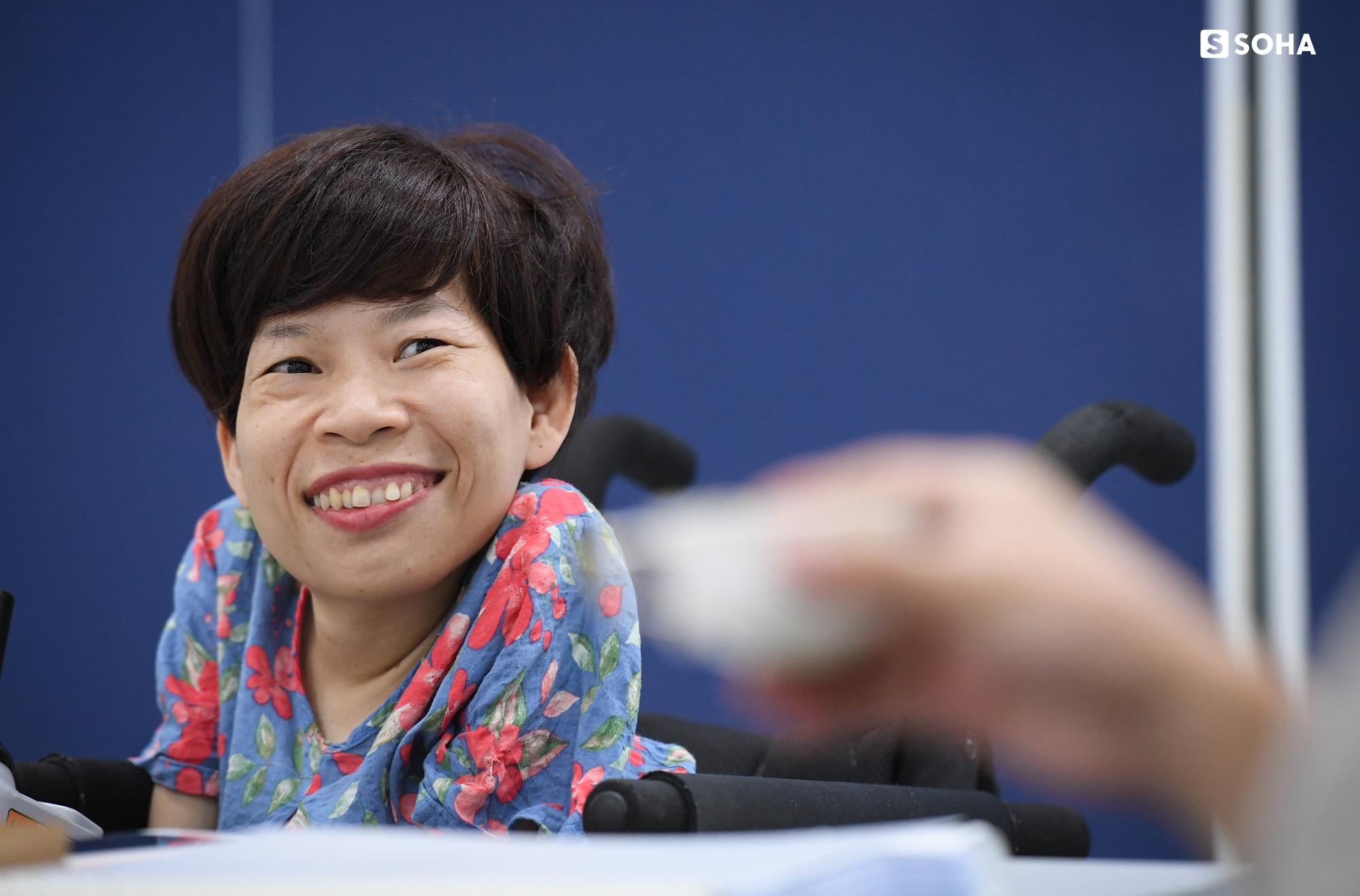 [Bí mật phòng Sếp] Nữ Chủ tịch nặng 20kg, ngồi xe lăn điều hành doanh nghiệp gần 100 người - Ảnh 1.
