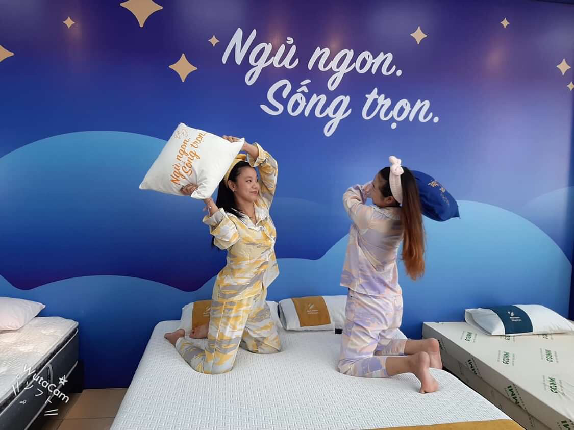 Sếp mặc pijamas sang công ty đối tác, lại xúi cả nhân viên mặc đồ ngủ đi làm - Ảnh 2.