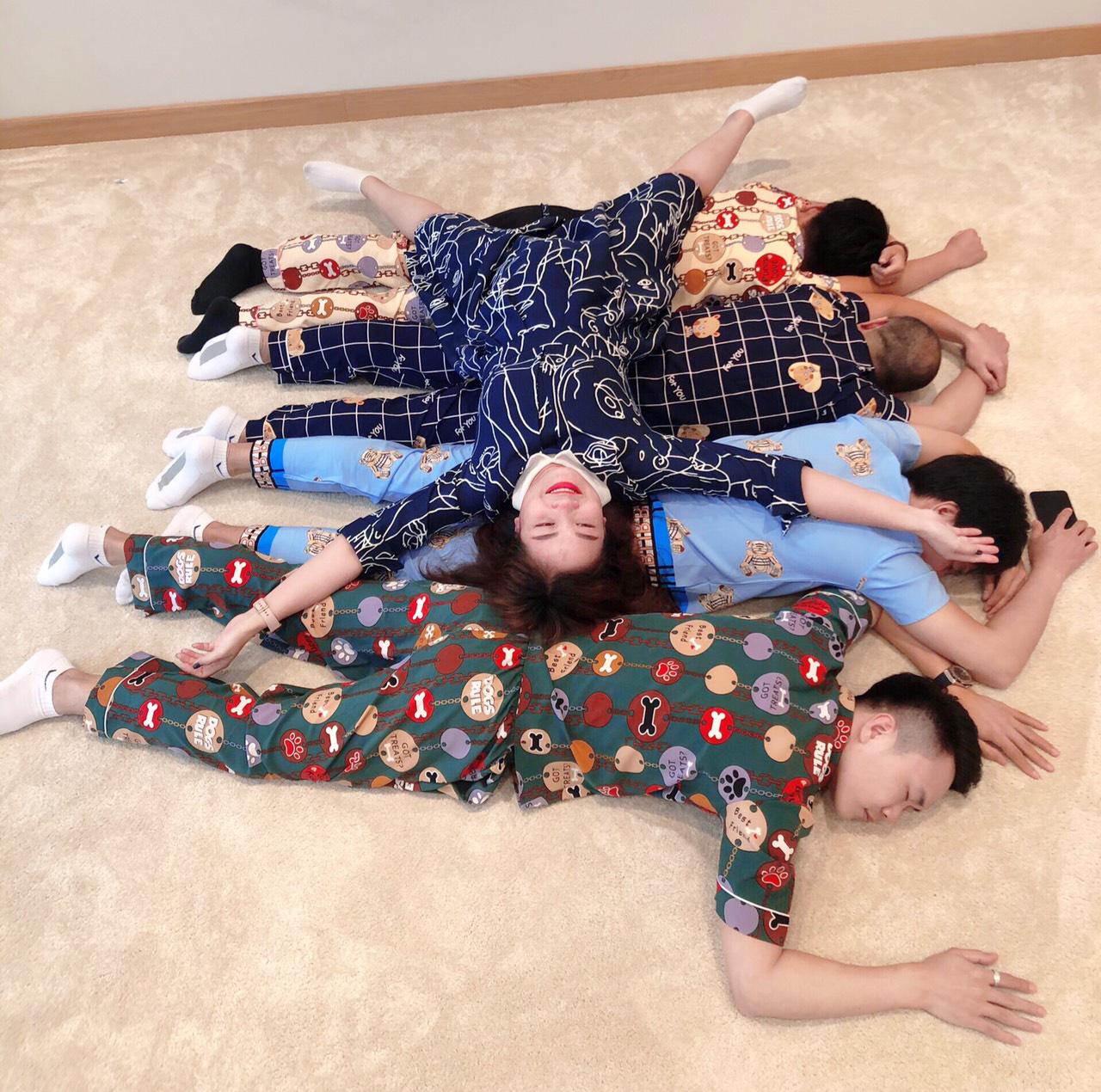 Sếp mặc pijamas sang công ty đối tác, lại xúi cả nhân viên mặc đồ ngủ đi làm - Ảnh 6.