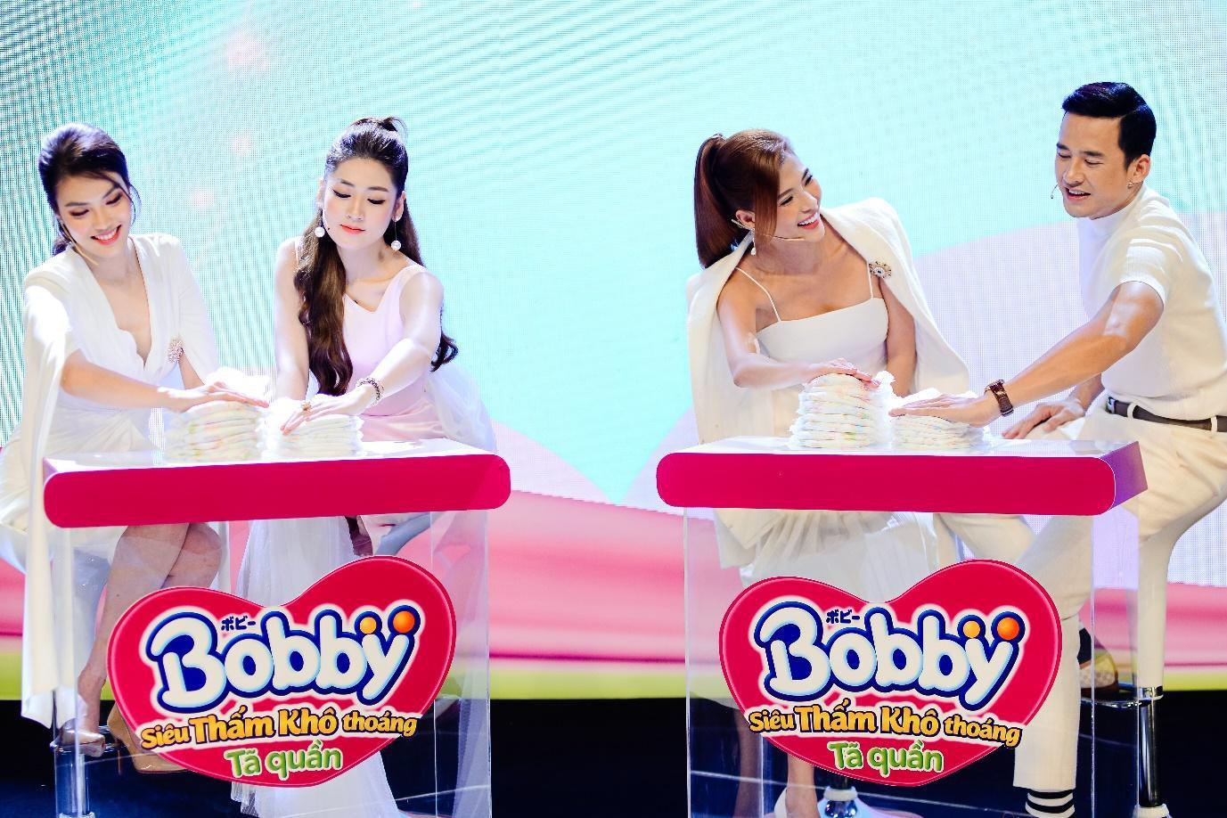 """Điều gì khiến dàn khách mời siêu mẫu Lan Khuê, Á hậu Tú Anh kinh ngạc trong sự kiện """"hạ cánh"""" siêu phẩm từ nhãn hiệu tã nổi tiếng? - Ảnh 4."""
