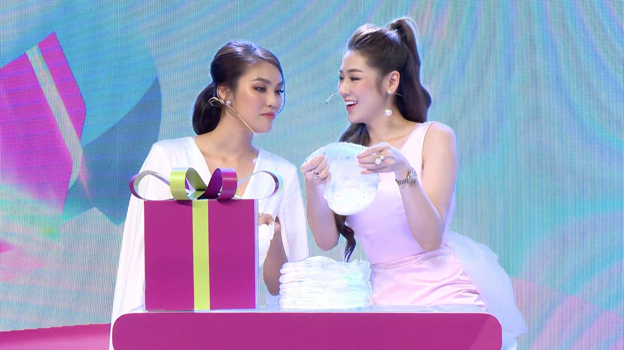 """Điều gì khiến dàn khách mời siêu mẫu Lan Khuê, Á hậu Tú Anh kinh ngạc trong sự kiện """"hạ cánh"""" siêu phẩm từ nhãn hiệu tã nổi tiếng? - Ảnh 8."""