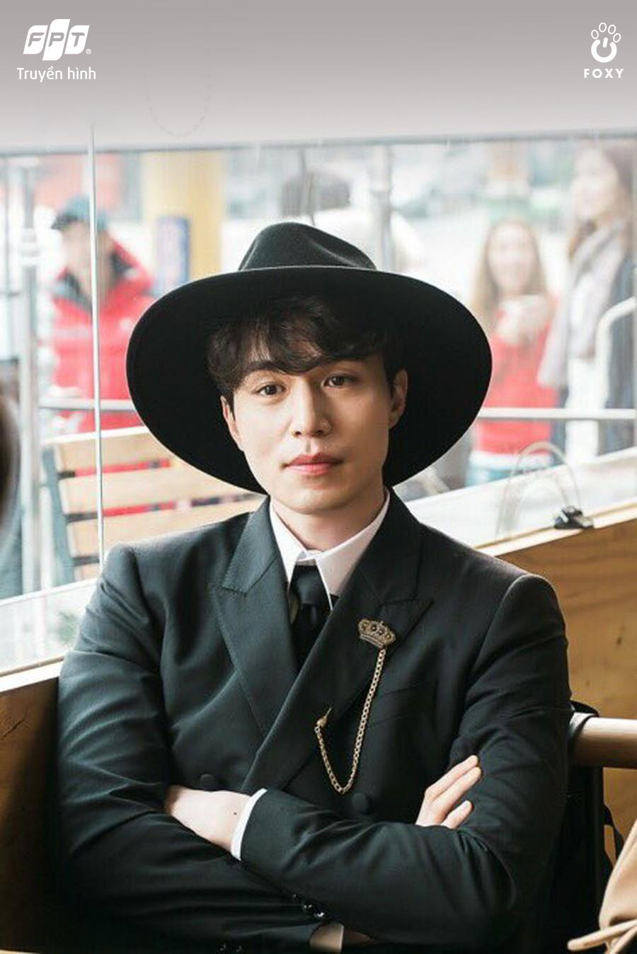 3 vật bất ly thân, nhắc tên là nhớ ngay vai diễn của Lee Dong Wook - Ảnh 1.