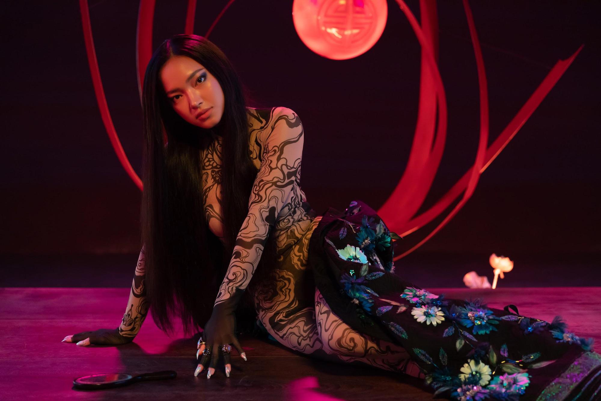 """MV JUUN D x Châu Bùi có gì hot: Chàng thì """"ngốc"""", nàng thì """"bốc"""" và style đều rất """"sốc""""! - Ảnh 6."""