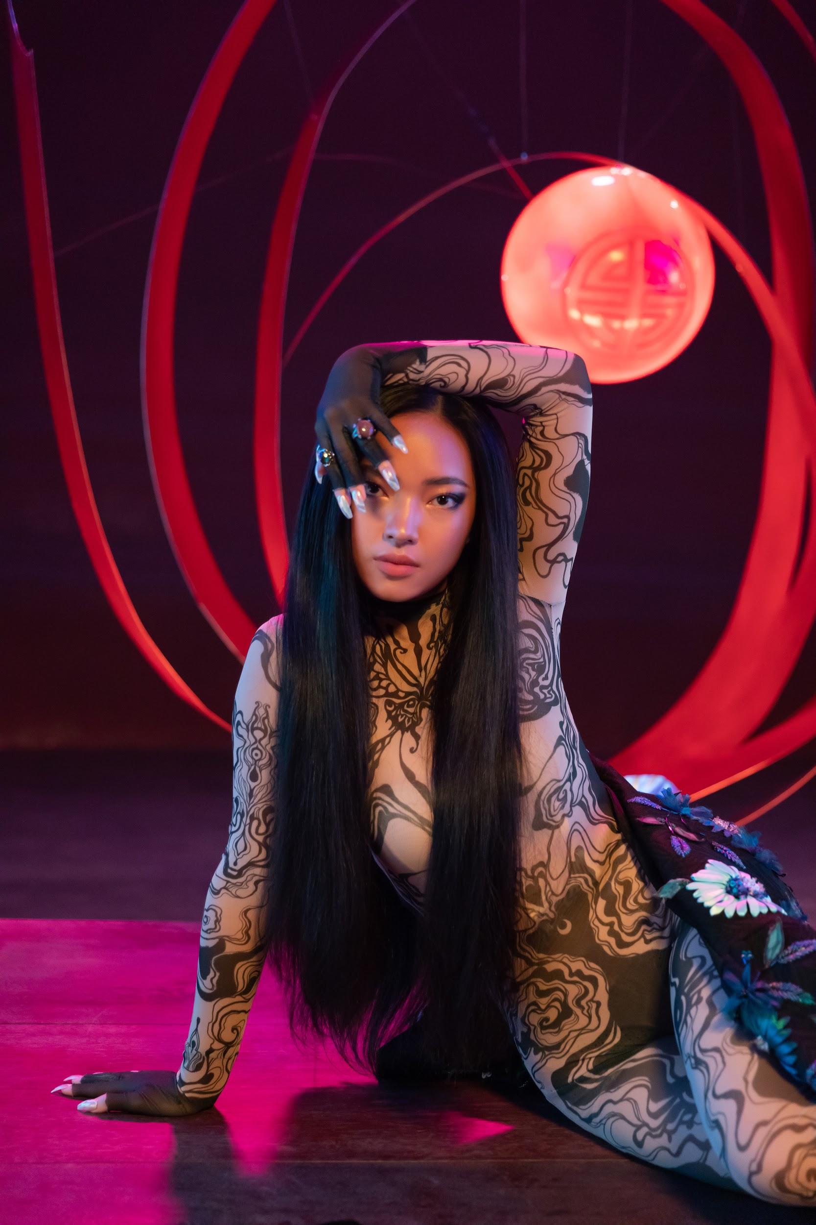 """MV JUUN D x Châu Bùi có gì hot: Chàng thì """"ngốc"""", nàng thì """"bốc"""" và style đều rất """"sốc""""! - Ảnh 7."""