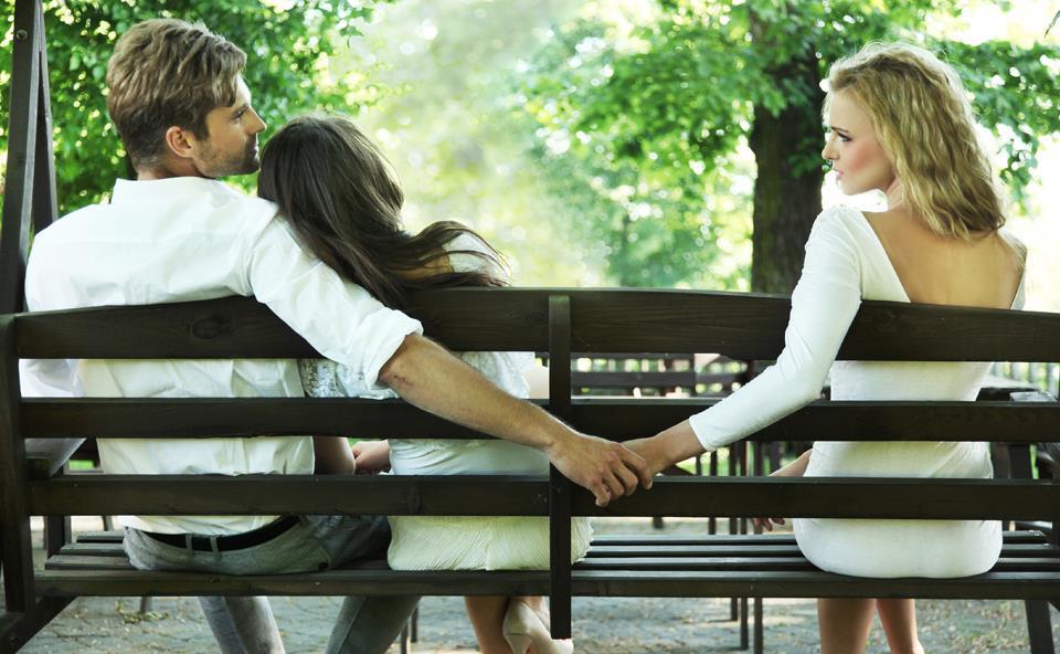 Đâu là vũ khí mạnh mẽ nhất của người phụ nữ để chống lại hậu quả tiêu cực của những rủi ro tình cảm, ví như người thứ ba? - Ảnh 1.