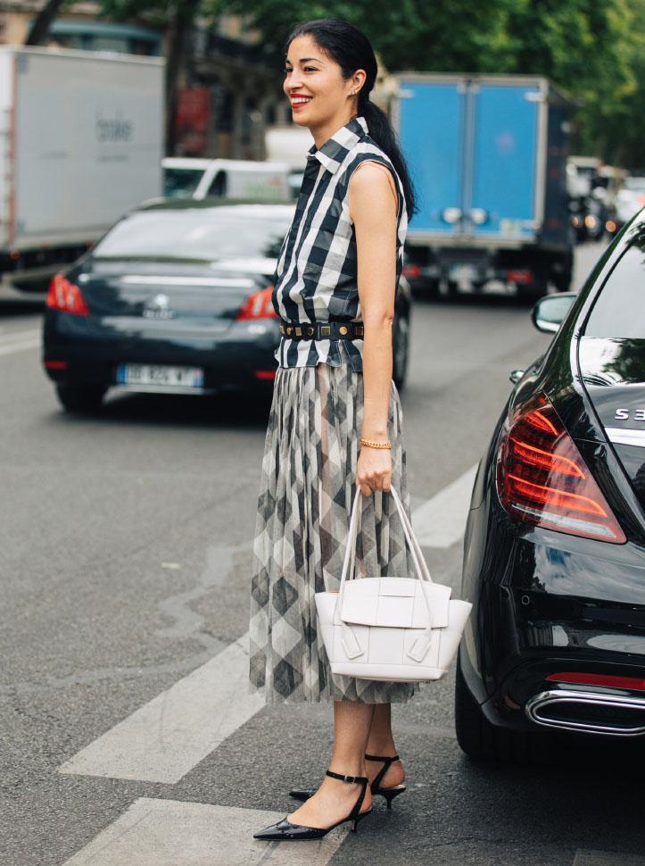 Không khóa đóng, không logo nổi bật, chiếc túi này có gì hot mà khiến loạt fashionista thế giới phải điên đảo? - Ảnh 7.