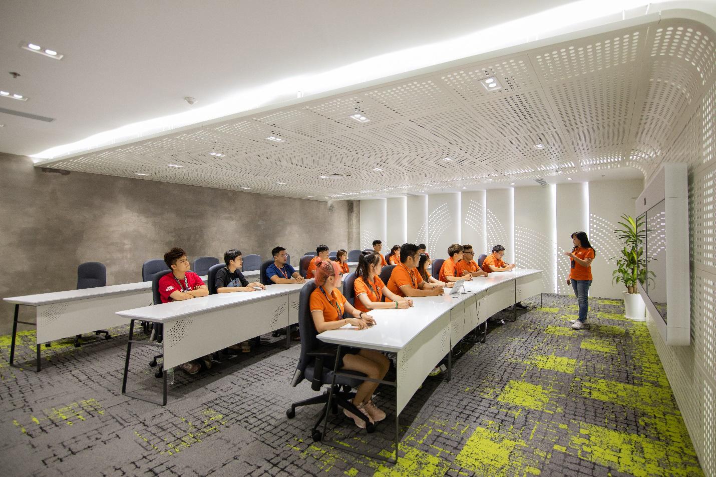 Tạo điều kiện phát triển tài năng và sáng tạo, FPT là nơi làm việc tốt nhất ngành công nghệ thông tin - Ảnh 2.