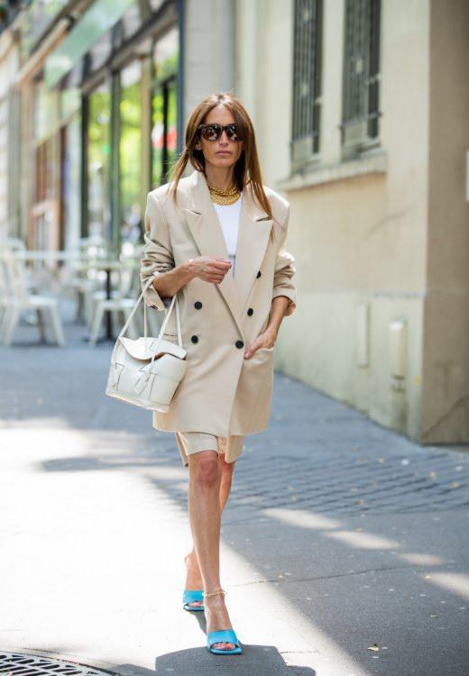 Không khóa đóng, không logo nổi bật, chiếc túi này có gì hot mà khiến loạt fashionista thế giới phải điên đảo? - Ảnh 4.