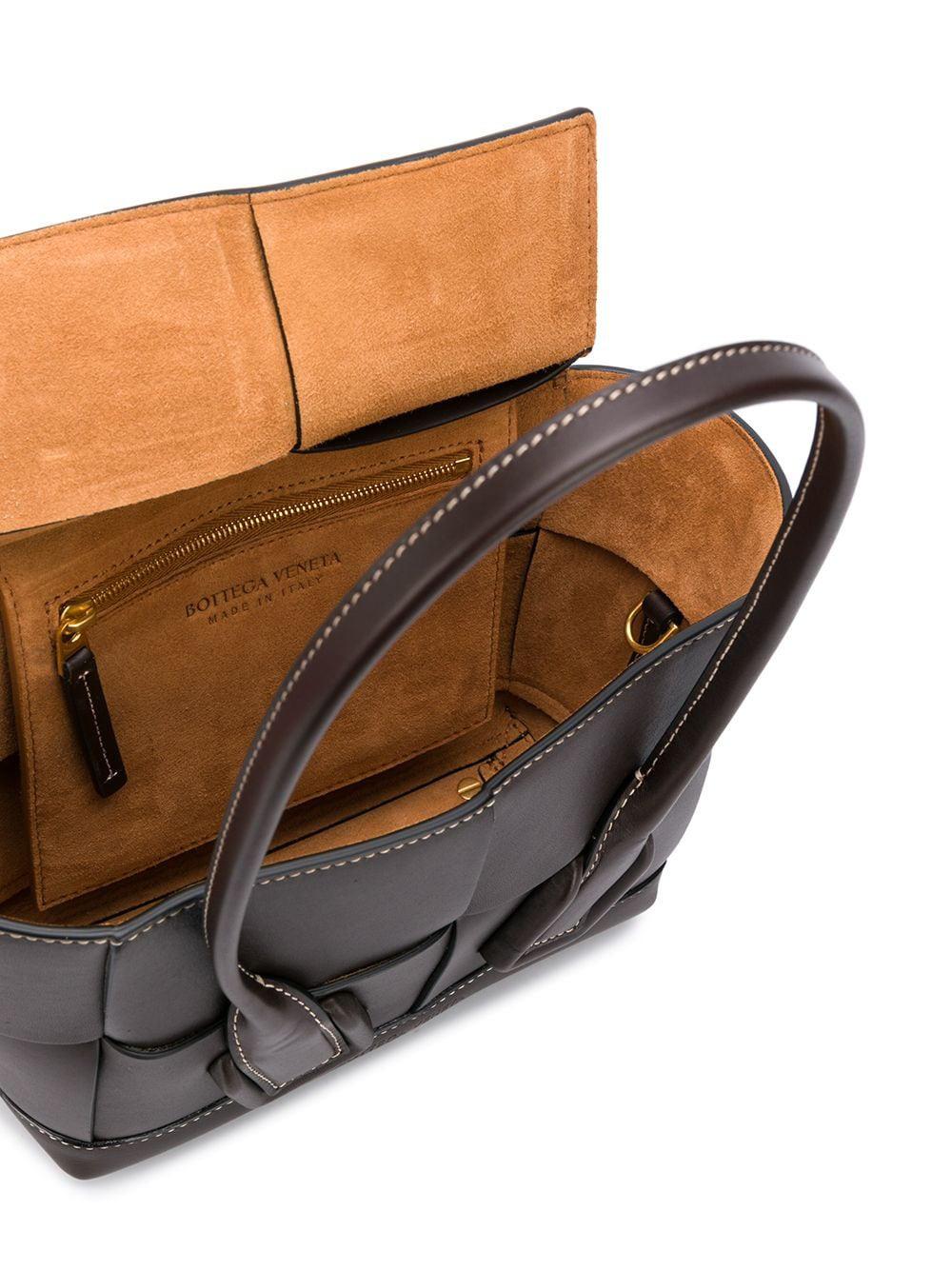 Không khóa đóng, không logo nổi bật, chiếc túi này có gì hot mà khiến loạt fashionista thế giới phải điên đảo? - Ảnh 8.