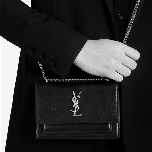 Thường chọn tone chủ đạo là đen, tại sao phái đẹp vẫn săn lùng túi Saint Laurent nồng nhiệt tới vậy? - ảnh 7