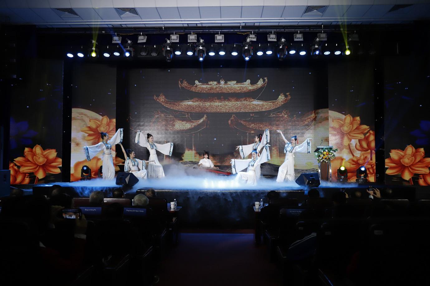 Hàng trăm học sinh, sinh viên tham dự lễ ra mắt thương hiệu sách Bác Nhã và giáo trình Hán Ngữ Msutong - Ảnh 1.