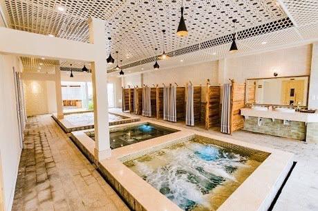 Công dụng tuyệt vời cho sức khỏe từ khoáng nóng tại Vườn Vua Resort & Villas - Ảnh 2.