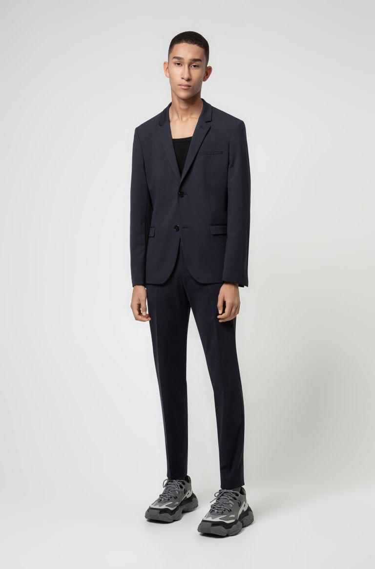 Ném suit vào máy giặt, gấp gọn bỏ vali: Loạt phục trang ứng dụng thú vị từ HUGO ghi điểm mạnh mẽ với phong cách quý ông - Ảnh 3.