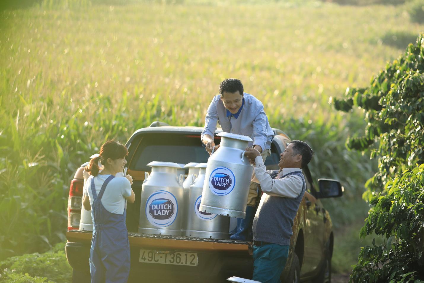 Theo chân nhiếp ảnh gia nổi tiếng: Bất ngờ trước nỗ lực sản xuất dòng sữa chuẩn Hà Lan của nhiều thế hệ nông dân Việt - Ảnh 6.